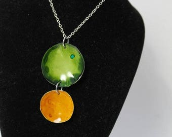 Green and Mustard Disk Pendant Necklace AIN3