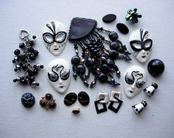Pretty Craft Lot of Various Broken Vintage Jewelry