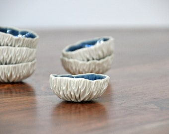 Tiny Navy Blue Geode Bowl - Ceramic Bowl Ring Dish Gift for Her Foodie Gift Salt Dish Blue White Ceramic Bowl Porcelain Dish