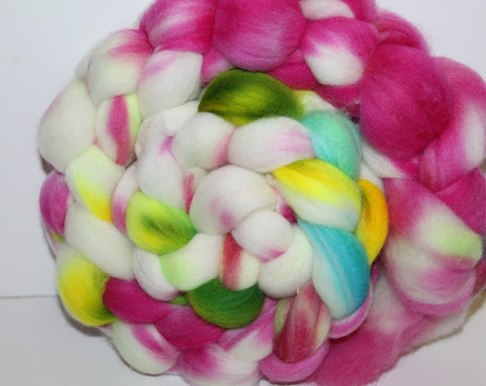 Kettle Dyed Merino Wool Top. Super fine. 19 micrno  Soft and easy to spin. 4oz  Braid. Spin. Felt. Roving. M204