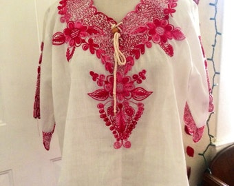 Amazing vintage 1970's/1980's womens boho embroidered spanish Nicaragua blouse/top. Size M/L
