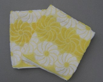 Pair Yellow Daisy Cannon Bath Towels 1970s Vintage 100% Cotton Made in USA Excellent Condition