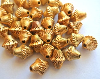 6 Vintage metal beads, unique gold color, 12mmx10mm, unique shape and design