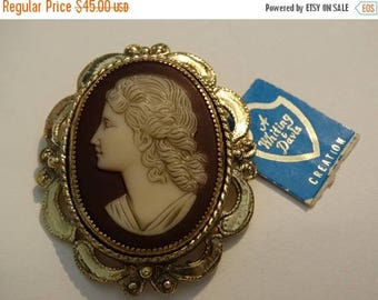 Whiting Davis Cameo Brooch, Victorian Style Cameo, Etched Royal Portrait Cameo Brooch, Rare, Wedding Brooch, Tea Party Jewelry