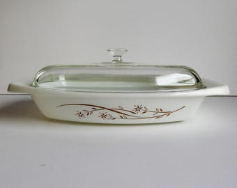 Golden Honeysuckle Pyrex Casserole Dish with Lid / 033 / White with Gold Flowers