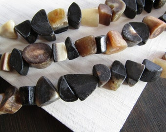 Horn beads , rough nugget beads,  black grey beige beads ,  freeform  beads , natural exotic boho rustic Beads   ( 16 beads )6db11-2