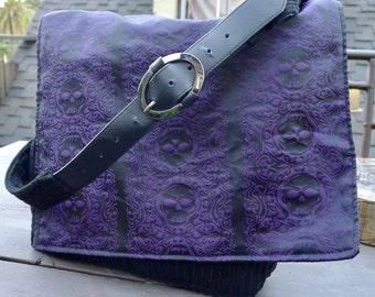 Black Purple Jolly Roger Pirate Tapestry Cloth Multi-pocket Messenger Bag