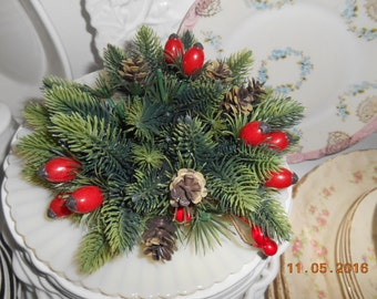 Vintage Christmas greenery, pinecones, red berries candle holder decoration