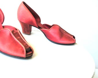 Glamour vintage 40s, terracotta , glossy satin , boudoir slippers. Daniel Green. Size 8