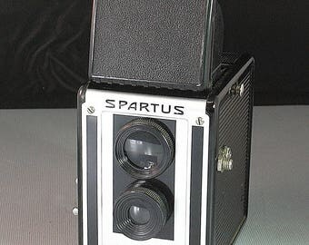 Vintage Spartus Full Vue Pseudo Twin Lens Reflex 120 Film Camera and Original Box