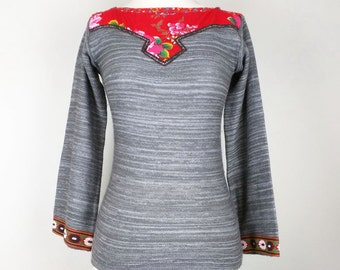 Vintage Gray White Red Floral Trim Sweater Top Misses S 1970s