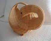 Pretty Swan Basket, Decorative Basket, Round Basket, Figural Basket, Blond Woven Basket, Tabletop Basket, Centerpiece, Light