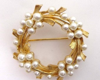 SALE Signed ART Brooch Pin Circle Pearls Gold Tone 899