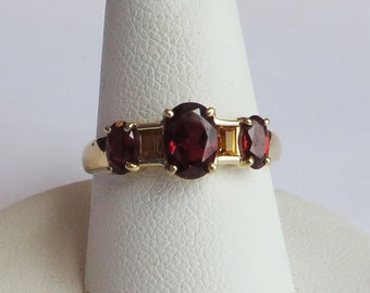 Gorgeous Garnet & Citrine 5 Stone Vintage Ring of solid 10 Y Gold, size 7, free US first class shipping