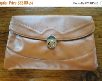 SALE 50% OFF Honey Brown Leather Clutch / 1970s envelope bag purse