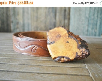 SALE 50% OFF Tooled Brown Leather and Wood Buckle Belt / 38-40 inch waist / large