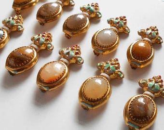 11 Matching Brooches - Bridesmaids/Groomsmen Gifts or Accessories