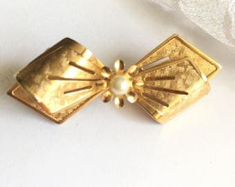 Beautiful Vintage Goldtone Ribbon Bow Pin Brooch with Pearl New Old Stock NOS