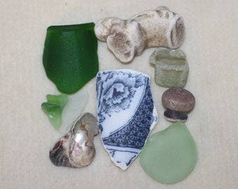 AWESOME BEACH FINDZ Wonderful collection of beach finds terrific collector piece and art pieces 353