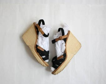 25% SALE vintage strappy canvas wedges / size 10