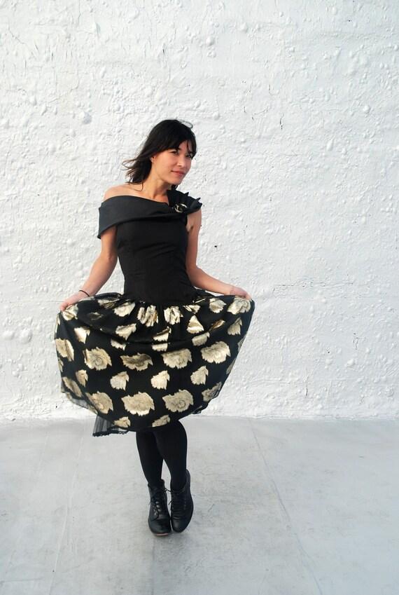 CLEARANCE Vintage 1980s Gunne Sax Prom Dress Black and Gold Taffeta Crinoline Eighties Dress S/M