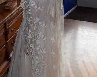 1950's Stunning White Floral Wedding Veil.