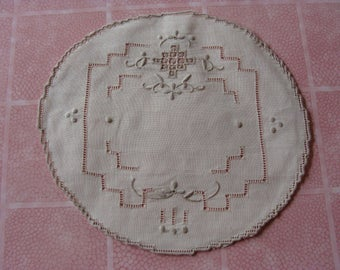 Lovely Vintage Linen Embroidered large doily ~ small centerpiece