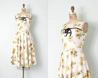 vintage 1940s dress / floral 40s sundress / daisy print / small s
