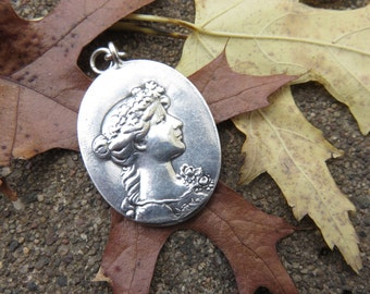 Vintage Sterling Cameo pendant on a Sterling Snake chain  15.4 grams