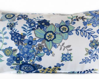 Pillow Cover - Floral Blue - bouquet of flowers - Cushion Cover
