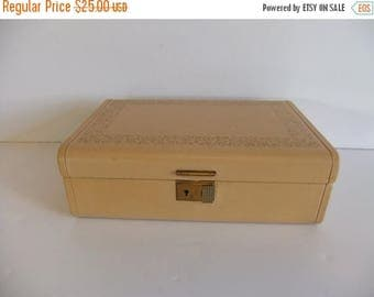 50% off Sale ON SALE Vintage Music Box, Musical Jewelry box, Jewellery Box, Hard case box, Pink Mauve Crushed Velvet Box with Key, Wind Up M