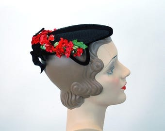 1940s black straw hat with red flowers by Gage flat hat velvet flowers velvet ribbon one size