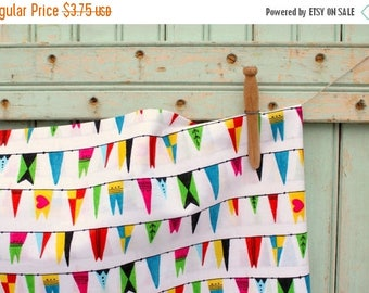 SaleToday Organic Bunting Fabric Fat Quarter - Salutations Flag & Pennant Fabric in Modern Geometric Triangle Design Bright White by Cloud9