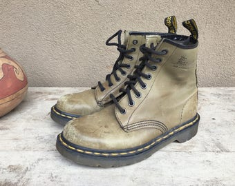 Uncommon color Made in England Dr Martens UK Size 4.5 -5 US Women Size 6.5 - 7 8 eyelet Doc Martens boot, women combat boot, vintage Docs