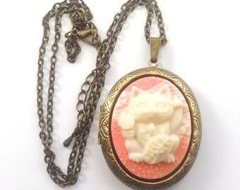 Pink Lucky Cat Locket, Maneki Neko Cat Necklace, Cat Cameo, Japanese Lucky Cat, Good Luck, Prosperity, Antique Bronze or Gunmetal Finish