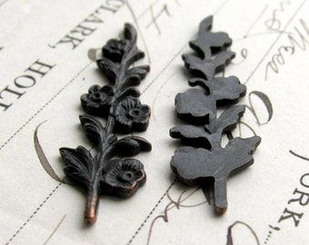 Sprig of flowers stamping, 40mm long, dark antiqued brass (2 leaf ornaments) black flower, bendable, woodland, aged patina, tall floral