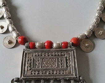 Vintage silver Bedouin amulet - hirz - pendant dowry necklace from OMAN , Yemen, Middle east 425 grams.