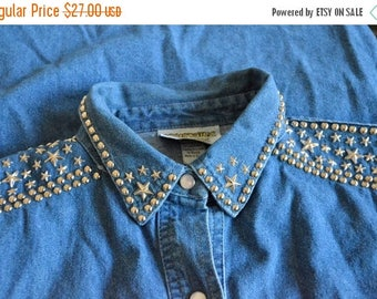 40% OFF / 3 days only / SALE / Vintage 1980s BEDAZZLED denim shirt