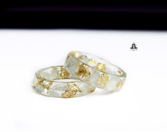 Ring with gold flakes and leaves of light blue hydrangeas in a non toxic resin