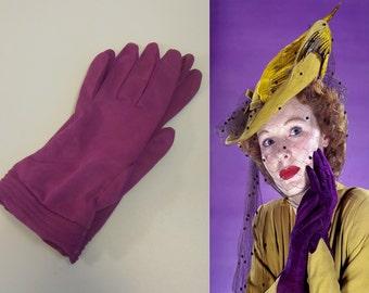 Hand To Cheek - Vintage NOS 1950s Magenta Nylon Short Wrist Gloves - 6/6.5