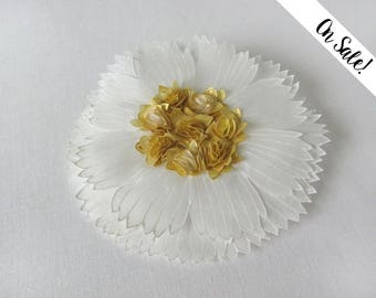White and gold silk flower brooch - Daisy brooch - hand painted silk brooch ***Item on sale*** Previous price : 58.50 EUR