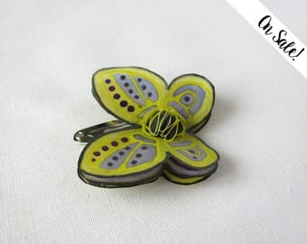 Lemon yellow, violet and silver silk butterfly - hand painted silk hair pin - snap pin ***Item on sale*** Previous price : 9.50 EUR