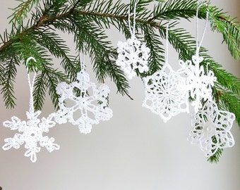 Christmas tree decorations - holiday ornaments - crochet snowflakes ornaments - white snowflakes decor - Christmas tree ornaments - set of 6