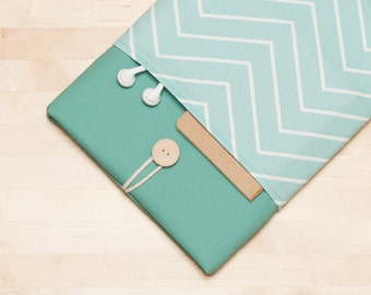 "Laptop sleeve / Laptop case  / Macbook pro 13 sleeve / 13""  Laptop sleeve / padded with pockets  - Chevron sage"