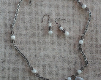 Earth Girl - Agate Necklace and Earrings in pewter gray and white