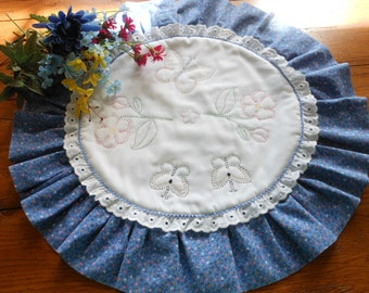 Charming Vintage Blue Claico Hand Embroidered/Quilted Table Mat Table Topper