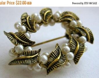 WINTER SALE Vintage 50s Gold Tone & Faux Pearl Wreath Brooch Pin