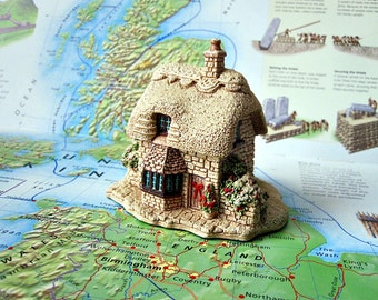 LILLIPUT LANE Partridge Cottage. 1993 Christmas Collection. Made in England. Excellent Condition