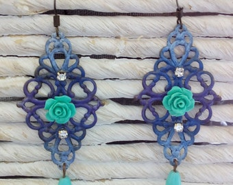 Blue filigree earrings with roses