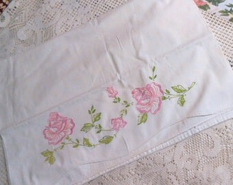 2 EMBROIDERED PINK ROSE Pillowcases Pretty Blooms Rosebuds & Green Leaves, Vintage 1950s Handmade, Scallop Front Edge 21 x 28 Bed Linen